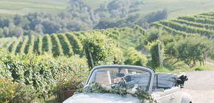 Langhe wedding with a vintage wedding car